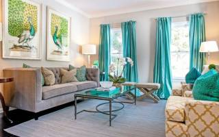 Интерьер гостиной с бирюзовыми шторами