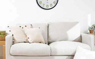 Интерьер гостиной с часами