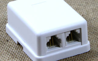 Как соединить телефонный кабель с розеткой