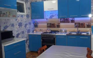 Интерьер кухни синего цвета фото