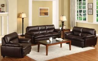 Интерьер гостиной с коричневой мебелью