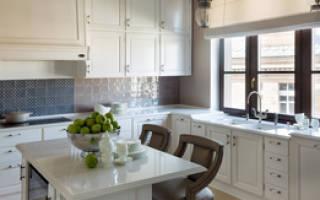Интерьер кухни мойка у окна