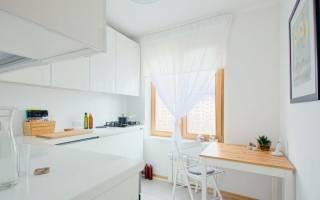 Интерьер кухни с белым гарнитуром